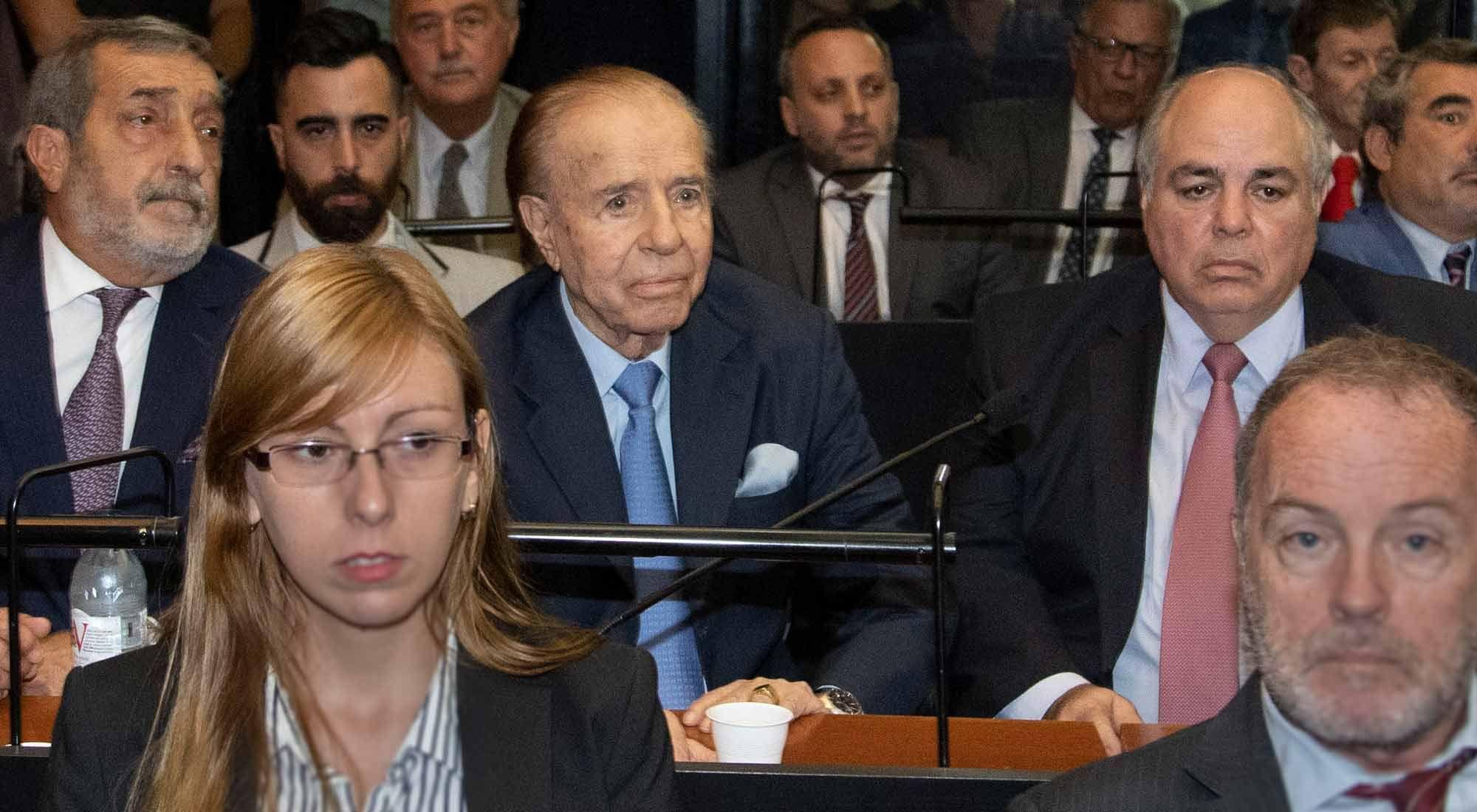 Carlos Menem durante la lectura del veredicto en el juicio por el presunto encubrimiento del atentado a la AMIA.
