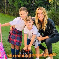 Luciano Castro y Sabrina Rojas, emocionados junto a sus hijos.