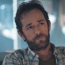 El actor tiene 52 años y se encuentra en la serie Riverdale.