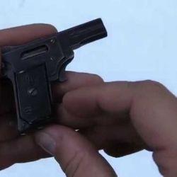 La Kolibri 2mm es la pistola más chica del mundo.