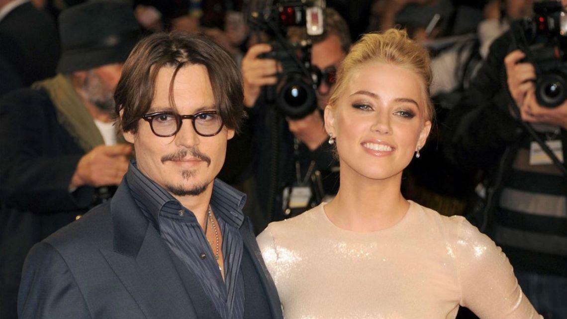 Johnny Depp denuncia a Amber Heard y le exige millones de dólares