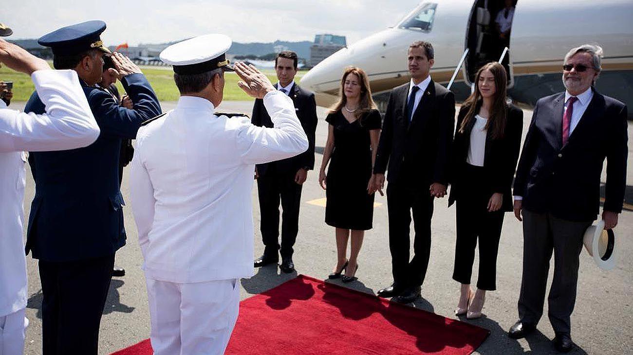 Guaidó reiteró la amnistía a militares en su visita a Ecuador