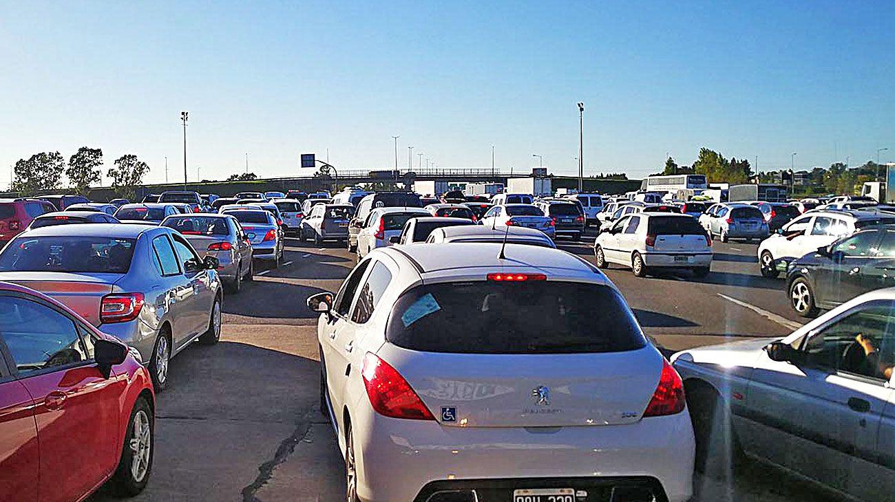 Demoras. Ayer, la Ruta 2 registró el paso de unos 20 mil vehículos. También colapsó Zárate.
