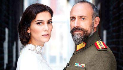 Momento. Cevdet y Azize -asi se llaman- viviran su historia de amor en medio de la guerra y el dolor.
