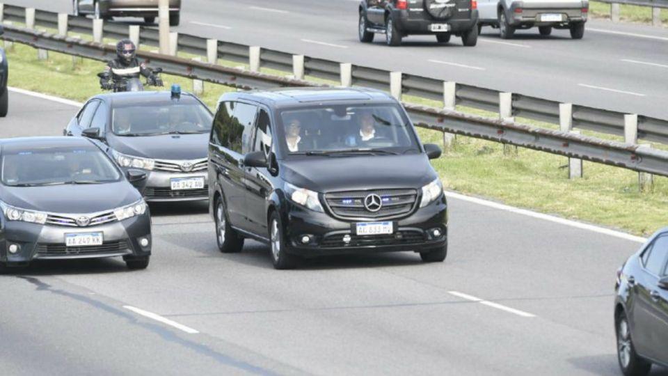 La caravana que trasladó al presidente Mauricio Macri