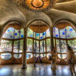Recorrer la Casa Batlló de Gaudí, la experiencia favorita de los que visitan Barcelona.