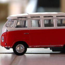 Es importante verificar que el vehículo que transporta a los niños esté habilitado.