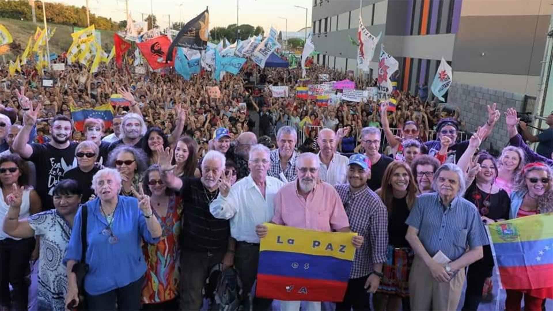 Repudian al intendente de Avellaneda por el homenaje a Maduro junto a artistas K