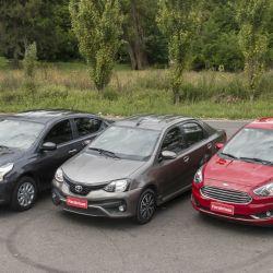 Triple comparativo: Nissan Versa vs Ford Ka+ vs Toyota Etios sedán
