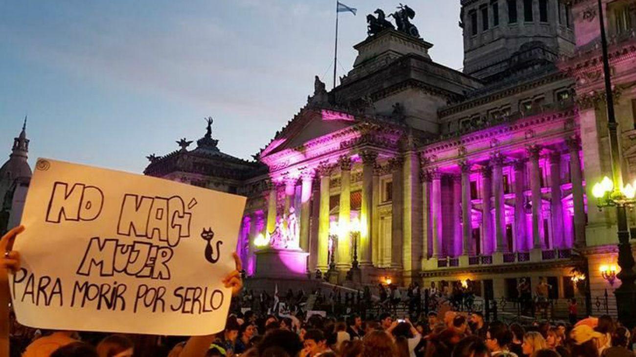 """""""Las mujeres, lesbianas, travestis, trans, bisexuales y no binaries vamos a hacer un paro internacional para volver a hacer visible cada una de las deudas que tienen las democracias en el mundo con las mujeres y las diversidades"""", explicó Vivanco."""