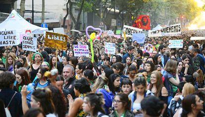 Durante el 8M de 2019, una multitud marchó hasta la Plaza de Mayo, donde se leyó un documento.