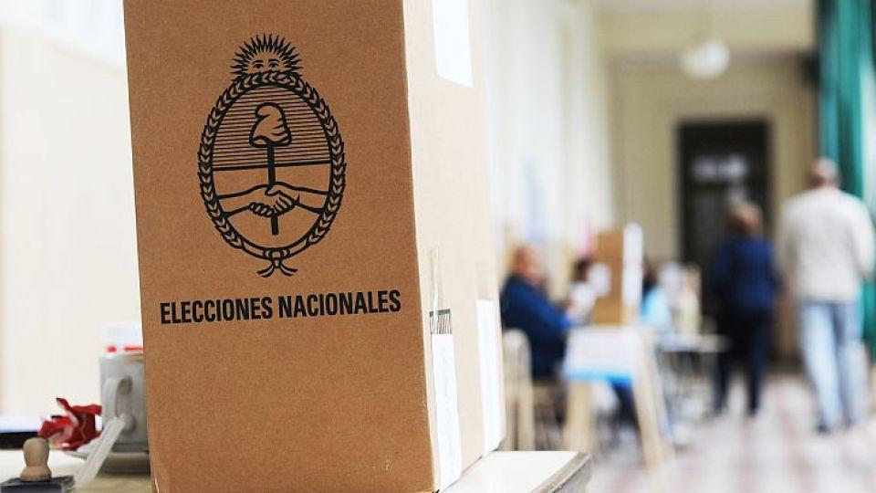 SOBRE LA HORA. De acuerdo a estudios de la consultora Delfos, que dirige Dall'Aglio, entre el 17 y el 22% de los electores cordobeses define su voto el mismo día de los comicios.