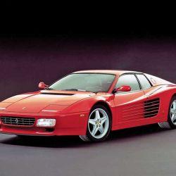 La Testarossa impuso varios elementos al line-up de Ferrari en los años 90: las entradas de aire tipo branquias en los laterales, y la rejilla posterior ocultando los faros.