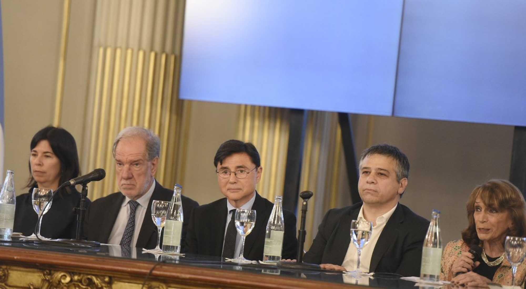 Referentes de la política y la cultura presentes en el reconocimiento a Jorge Fontevecchia