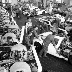 Fabricación de los 25 vehículos para la homologación del 917.