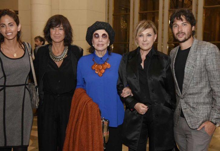 Agustino Fontevecchia con su esposa Felicita Polanco, su madre Myriam Buning, Graciela Borges y acompañante. Legislatura porteña.