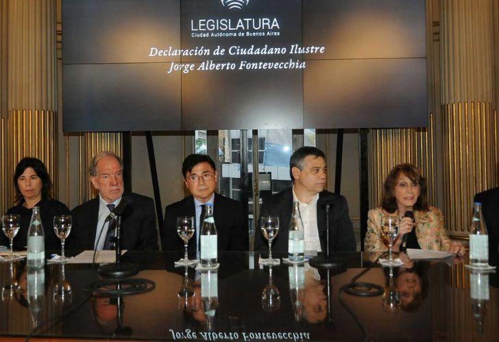 María O'Donnell, Héctor D'Amico, Jorge Fontevecchia, Sergio Abrevaya, Magdalena Ruiz Guiñazú y Ernesto Tenembaum. Legislatura porteña.
