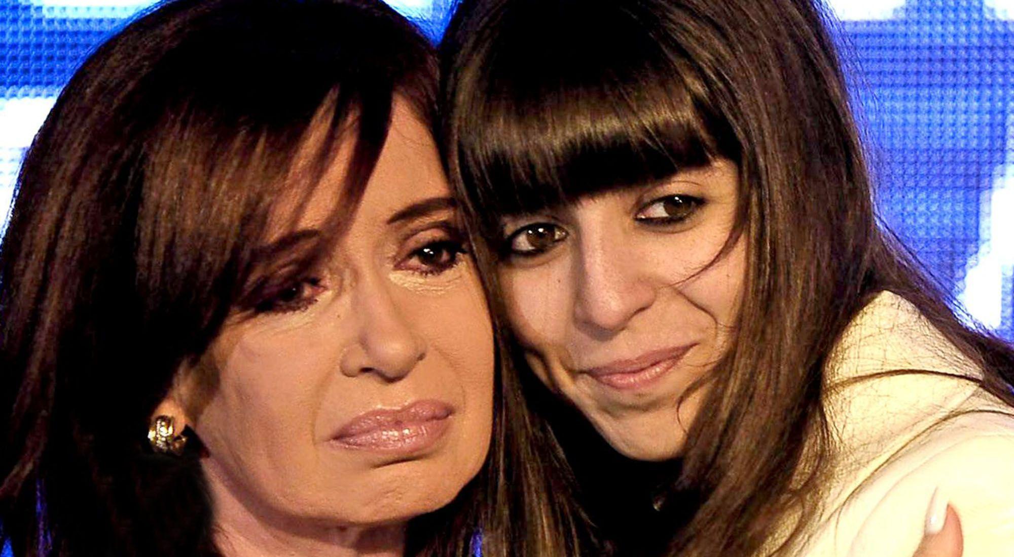 Imagen de archivo | La expresidenta Cristina Fernández de Kirchner y su hija Florencia.
