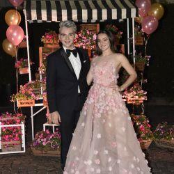 Jorge Rey junto a su hermana luciendo un vestido de su colección