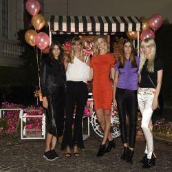 Lorena Ceriscioli junto a las modelos de su agencia