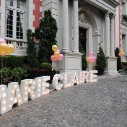 Marie Claire en la puerta de La Mansión