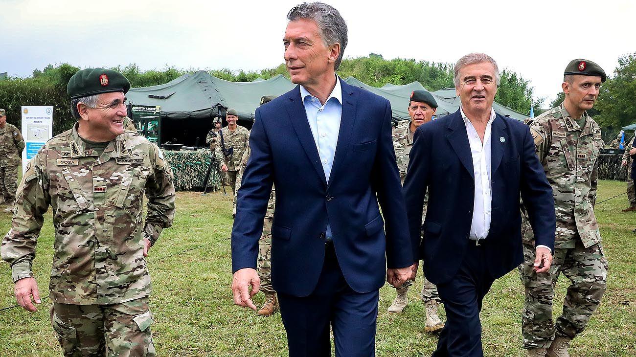 Acto. Macri y Aguad recorrieron el Batallón 602 de Boulogne.
