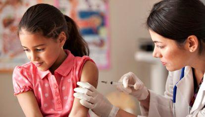 Imagen de carácter ilustrativo | La vacuna contra el VPH es obligatoria y gratuita para todas las mujeres y varones a los 11 años. Son dos dosis que deben aplicarse con un intervalo mínimo de seis meses.
