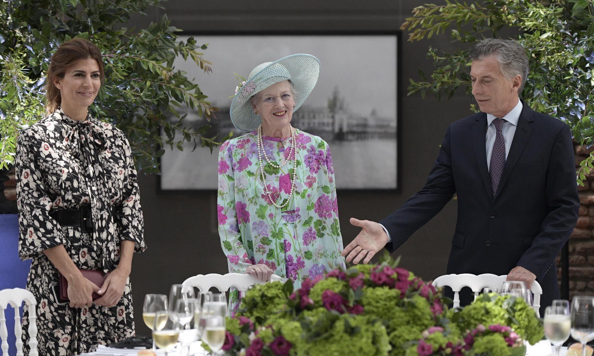 Reina Margarita de Dinamarca realiza diferentes actividades en su visita al país