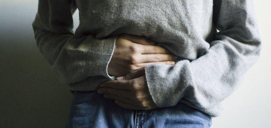 Esta es la postura en la que tenés que dormir para aliviar los dolores menstruales