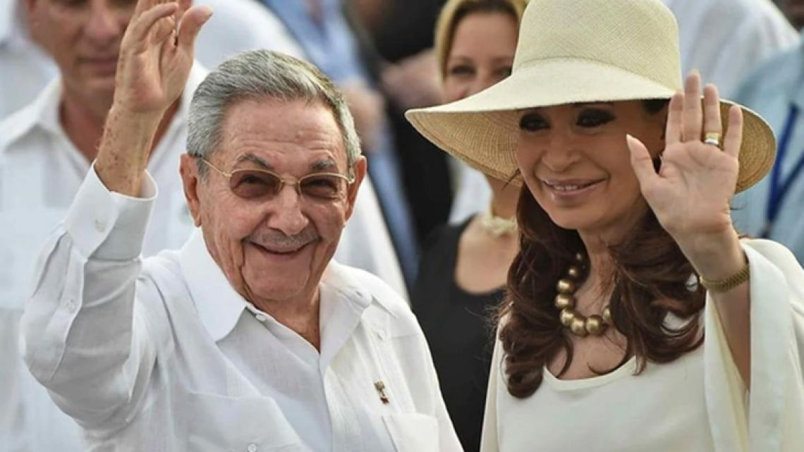 Cuban leader Raúl Castro and former president Cristina Fernández de Kirchner, pictured in 2015.