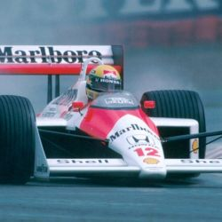 Ayrton en su salsa: con el McLaren bajo la lluvia. Ganó 14 de las 21 carreras con piso húmedo que disputó en F1 (sin contar abandonos mecánicos).