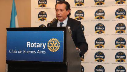 Sica disertó en un almuerzo organizado por el Rotary Club de Buenos Aires.