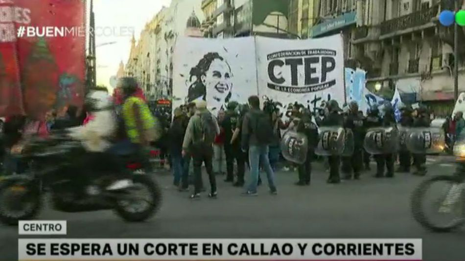 Protesta en Corrientes y Callao.