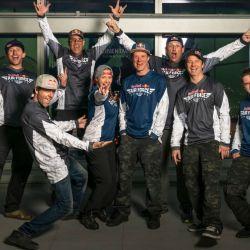El equipo Red Bull Air Force se tiró desde las alturas para rodear los rascacielos del centro de Los Angeles sin paracaídas.