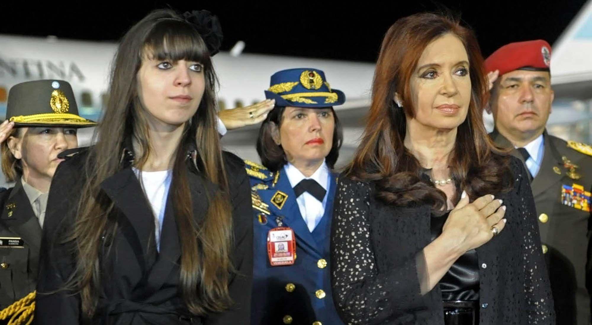 La ex presidenta Cristina Fernández y su hija Florencia Kirchner