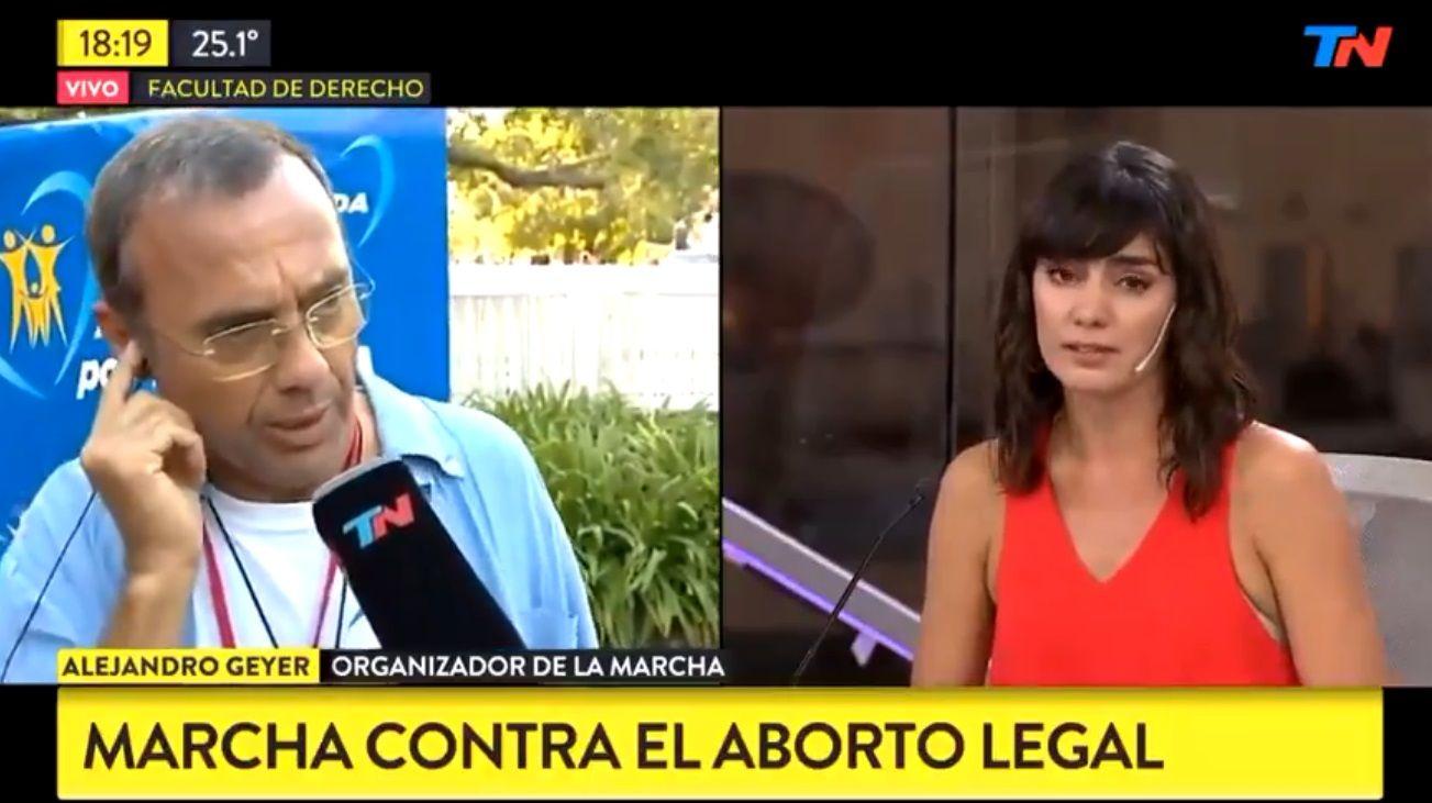 """Alejandro Geyer, coordinador de la """"Marcha por la Vida"""", y Valeria Sampredo, periodista de TN."""