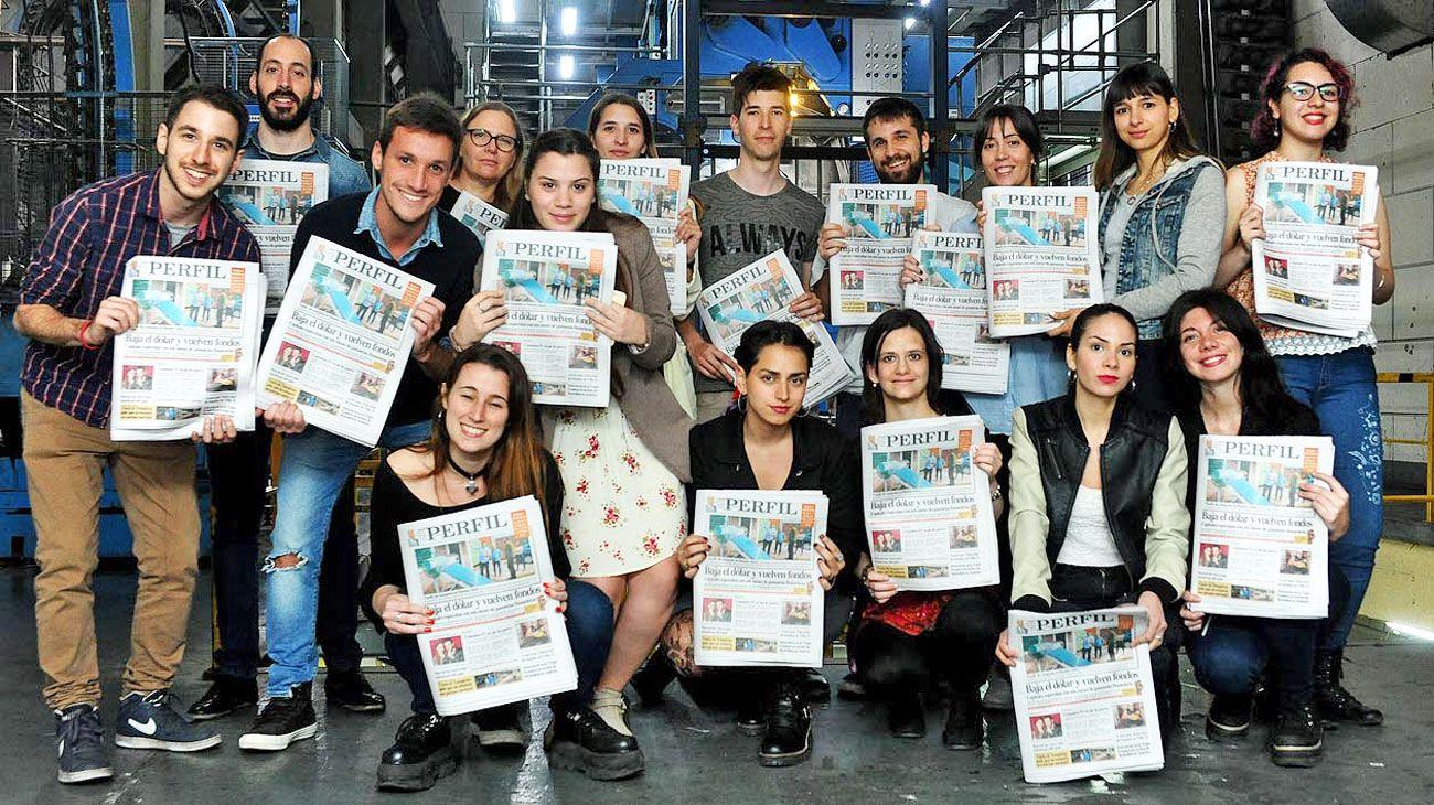 Experiencia. Los alumnos que cursaron en 2018 visitaron la imprenta de PERFIL y tuvieron clases en la editorial con referentes de todos los medios de la empresa.