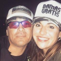 Gianinna Maradona junto a Pablo Lescano, líder de Damas Gratis, en 2017.