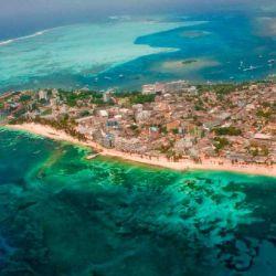 San Andrés es conocida por su mar de siete colores.