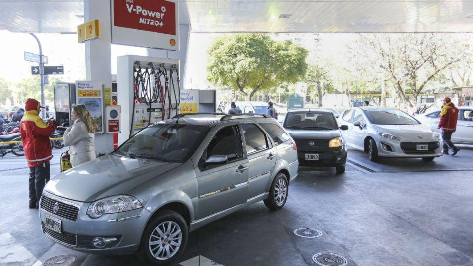En abril suben las tarifas de la nafta alrededor de un 3 por ciento.