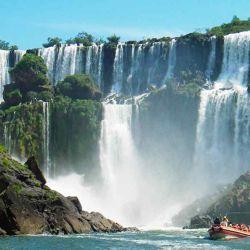Iguazú nunca defrauda gracias a las imponentes cataratas.