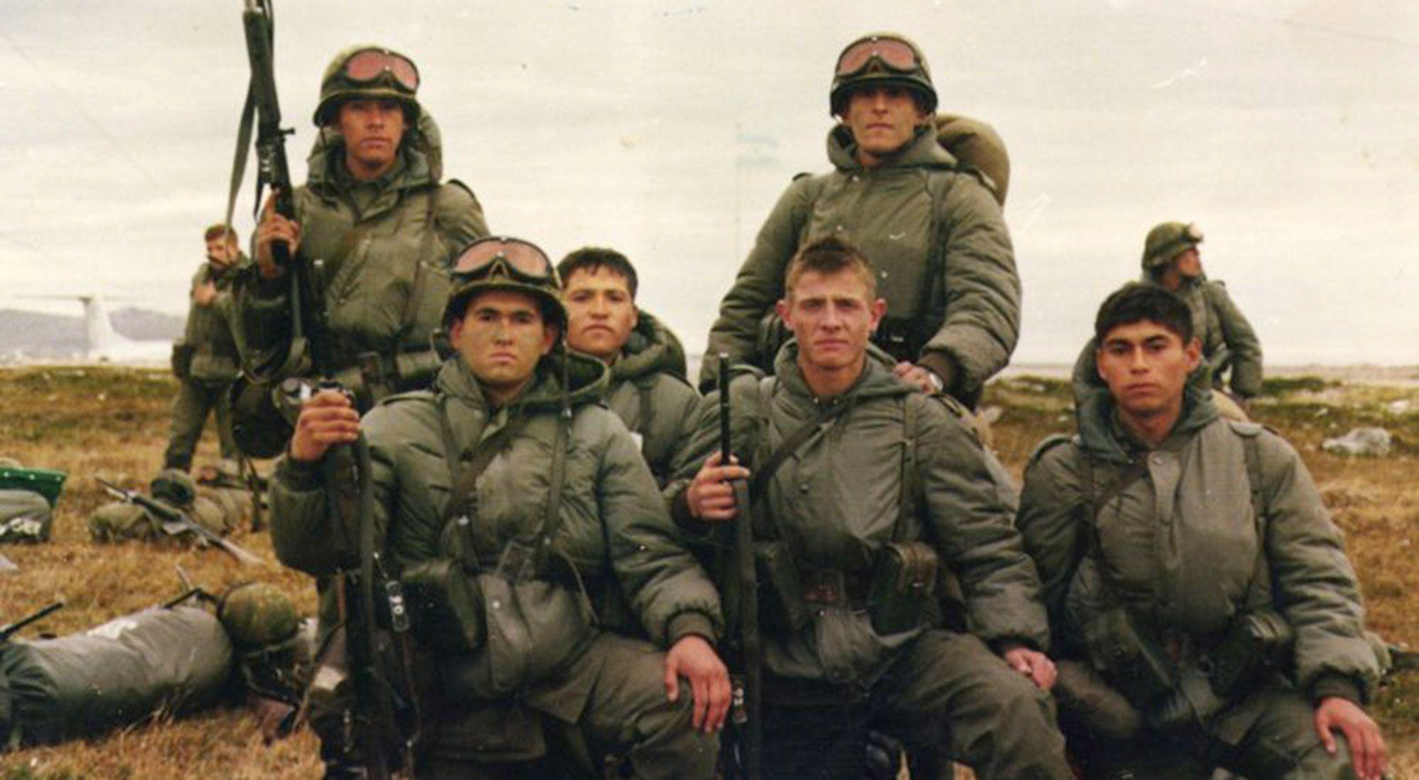 Soldados durante la Guerra de Malvinas, en 1982.