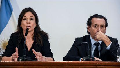 La ministra de Desarrollo Social, Carolina Stanley, junto al ministro de Producción y Trabajo, Dante Sica, en conferencia por las alarmantes cifras de pobreza.