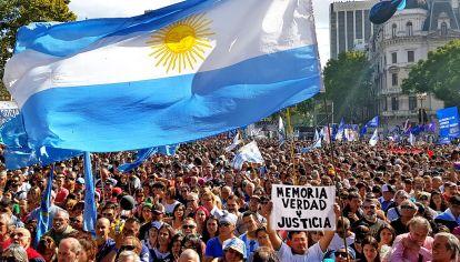 Nunca Mas. Como cada 24 de marzo hubo marcha en memoria de los desaparecidos en Plaza de Mayo.
