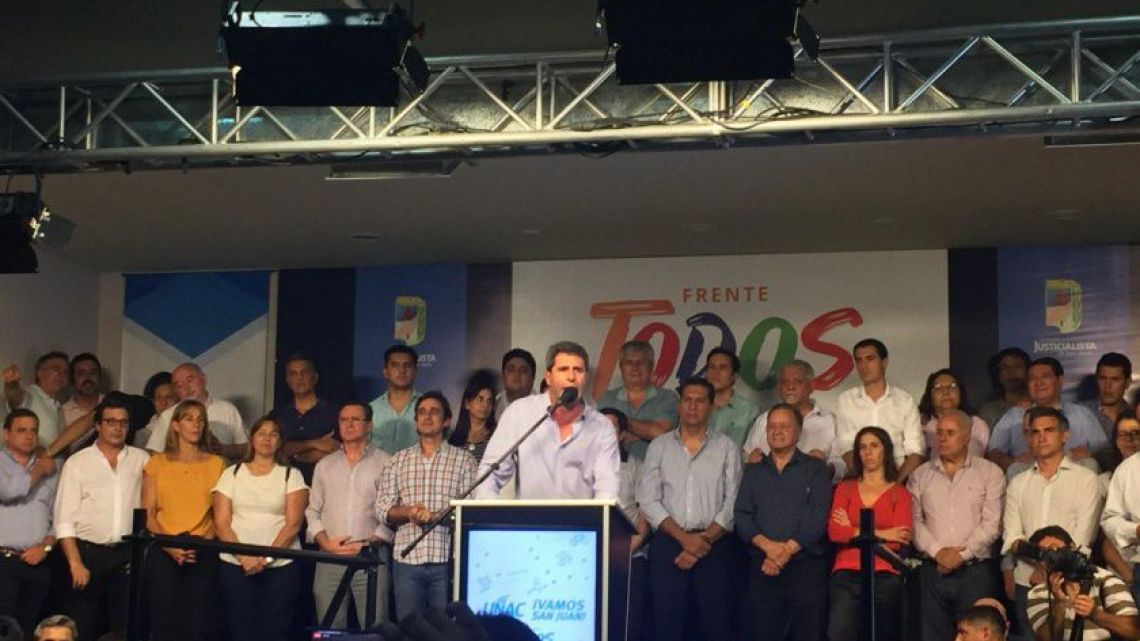San Juan Governor Sergio Uñac and his supporters.