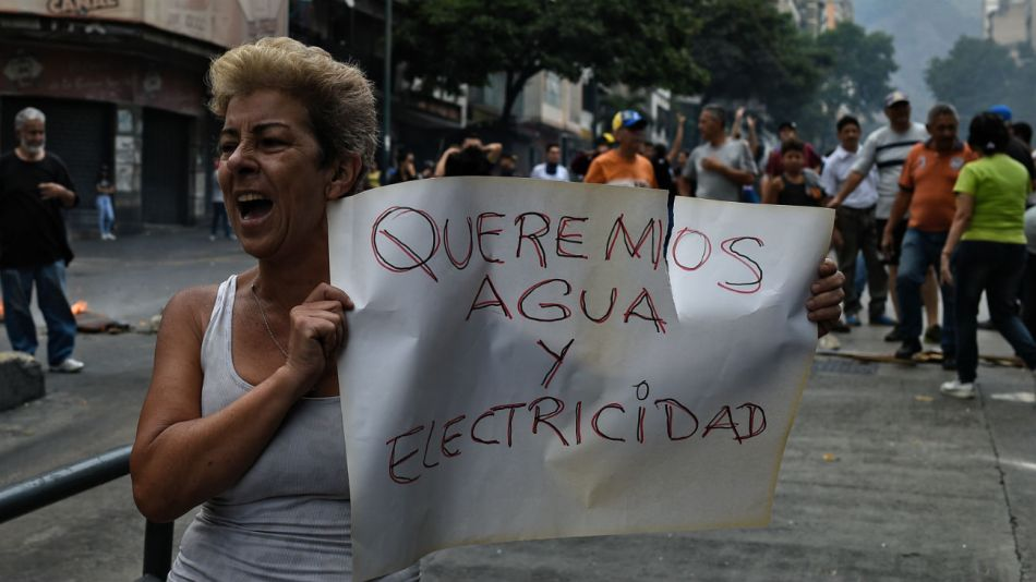La población de Caracas salió a las calles para protestar el domingo.