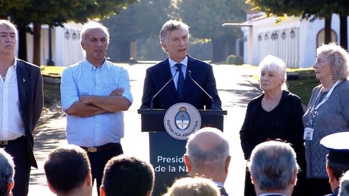 President Mauricio Macri with Malvinas War veterans and their relatives at the Olivos presidential palace.