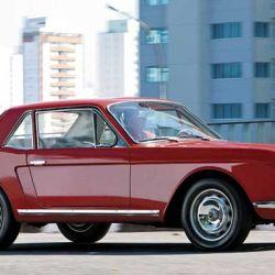 Sobre estas líneas, uno de los cinco FNM Onca que existen. De gran parecido con el Ford Mustang de 1964, no vio la luz por la gran cantidad de cambios que exigieron en Alfa para mejorar su calidad.