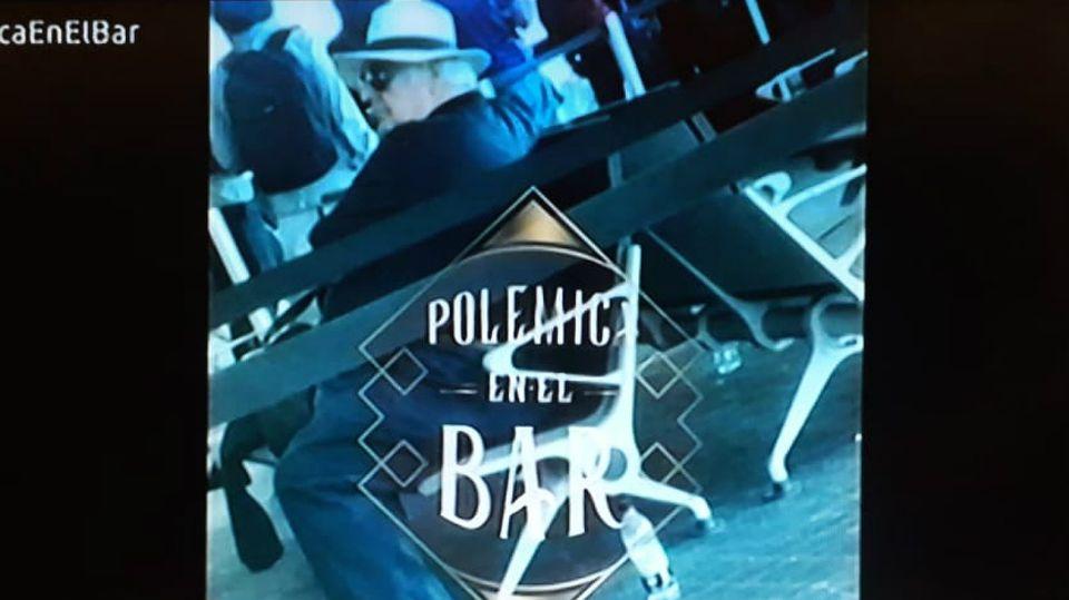 Samid, con sombrero blanco, en una foto que lo sitúa, presuntamente, en el aeropuerto de Panamá.
