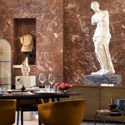 La Venus de Milo, diosa griega del amor y la belleza, los acompañará en un extravagante banquete en un comedor pop-up.